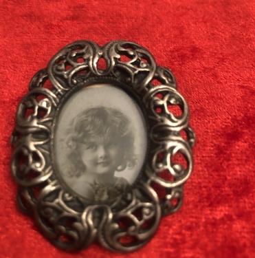 Pewter imzalı vintage  resimlik Broş