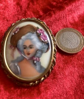 Limoges porselen  broş 11